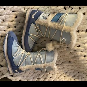 Nike high top light blue snow boots Pom Pom 10 GUC